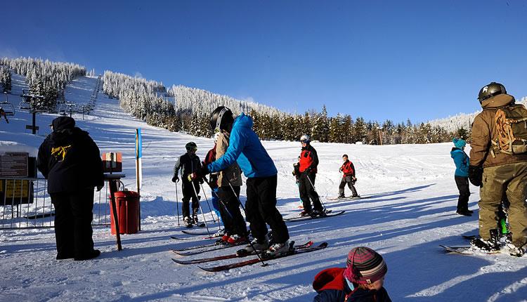 Sunny day skiing at the Loup